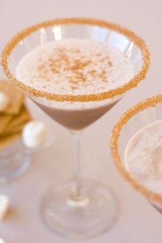 Recreate the classic campfire treat of s'mores with our Toasted Marshmallow Cocktail Rim Sugar. This gold-toned rimming sugar adds sparkle and a luscious flavor to chocolate martinis or caramel drinks