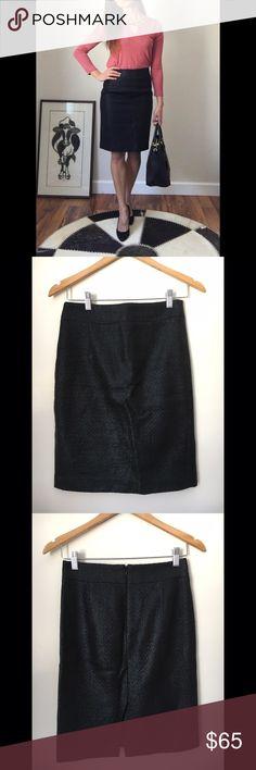Banana Republic Tweed Pencil Skirt - Banana Republic Tweed Pencil Skirt  - Black Tweed fabric with a skinny coating. Zip closure, and slit in back  - Size 0   - NWOT (New With Out Tags) Banana Republic Skirts Midi