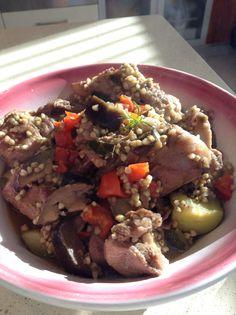 Borrego guisado com legumes, trigo sarraceno e hortelã-da-ribeira Guisado