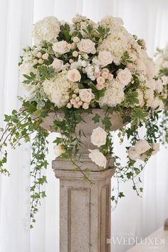 New wedding table flowers eucalyptus floral arrangements Ideas Altar Flowers, Wedding Ceremony Flowers, Church Flowers, Table Flowers, Floral Wedding, Wedding Bouquets, Green Wedding, Flowers Garden, Flower Bouquets