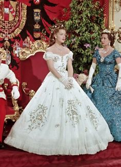 "Karlheinz Böhm, Romy Schneider and Vilma Degischer (as Princess Sophie Frederike of Bavaria, Franz Joseph's mother) in ""Sissi - Die junge Kaiserin"" Sissi Film, Impératrice Sissi, Theatre Costumes, Movie Costumes, Empress Sissi, Vintage Dresses, Vintage Outfits, Vintage Princess, Actrices Hollywood"