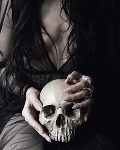 Image about love in 🔮 Witchy 🔮 by witchypeaches Witch Aesthetic, Character Aesthetic, Death Aesthetic, Imagenes Dark, Half Elf, Fashion Fotografie, Dark Princess, Yennefer Of Vengerberg, Dark Witch