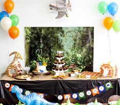 On the lookout for a dinosaur party with roaring ideas and elements? Kara's Party Ideas has a simply adorable party fit for any dino-loving boy or girl! Dinosaur Birthday Party, 40th Birthday Parties, 7th Birthday, Birthday Party Decorations, Table Decorations, Dinosaur Snacks, Dinosaur Invitations, Dinosaur Photo, Party Needs