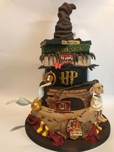 magical Harry Potter themed wedding cake So who's the Harry Potter superfan? Who doesn't love Harry Potter I mean? If you're planning a Harry Potter themed wedding, both adults and kids. Harry Potter Desserts, Bolo Harry Potter, Harry Potter Thema, Harry Potter Wedding Cakes, Gateau Harry Potter, Harry Potter Birthday Cake, Harry Birthday, Harry Potter Food, Theme Harry Potter