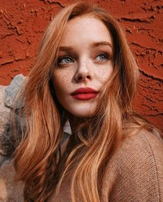 Red and Strawberry Blonde Bob - 60 Trendiest Strawberry Blonde Hair Ideas for 2019 - The Trending Hairstyle Beautiful Red Hair, Beautiful Redhead, Redhead Girl, Brunette Girl, Redhead Makeup, Hair Makeup, Trending Hairstyles, Cool Hairstyles, Blue Hair