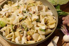 Rigatoni met wintergroenten en boschampignons Er 5, Rigatoni, Pasta Dishes, Vegan Vegetarian, Potato Salad, Foodies, Delish, Veggies, Food And Drink
