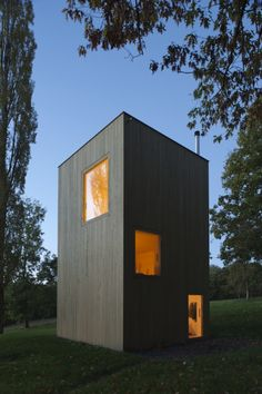 MAISON 5.5m x 5.5m | LVPH  The Windig project proposes to create small habitable structures scattered throughout the park. The rental of these turrets will fund the maintenance of the park. Each turret is 5.5m x 5.5m x 9m and is equipped minimally:...