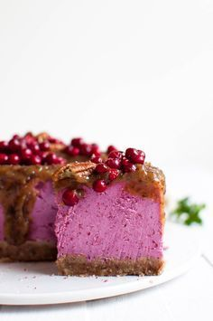 Lingonberry cake and date carob - Ruoka - Food Detox Recipes, Raw Food Recipes, Baking Recipes, Snack Recipes, Vegan Food, Sugar Free Cereal, Lobster Cake, Diet Meal Delivery, Raw Cake