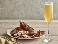 Treat Mom to a special brunch or dinner at one of these Des Moines metro restaurants. Featured: The French Toast from Bonefish Grill in Des Moines. Mother's Day Brunch Buffet, Brunch Dishes, Sunday Brunch, Mothers Day Meals, Mothers Day Brunch, Breakfast Pizza, Breakfast Items, Prime Steakhouse, Bonefish Grill