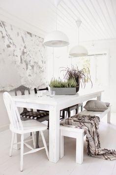 White dining! Witte eetkamer. Tafel. Bright. Neutral.