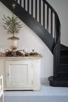pretty and simple for Christmas but also love the painted dry sink and the black stairs. Black Staircase, Staircase Design, Black Railing, Staircase Ideas, Train Art, Stairway To Heaven, Decor Crafts, Home Decor, Craft Decorations