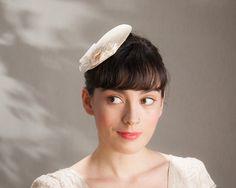 Haarschmuck & Kopfputz - Braut Fascinator Creme Satin - ein Designerstück von Seegang-Berlin bei DaWanda