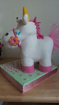 Free standing unicorn from Dispicable Me. By Sarahs Cakes by Design.