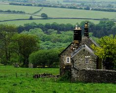 Stone House in Derbyshire, England. The simplicity, the scenery, the green that never ends. Cottages Anglais, The Places Youll Go, Places To Go, Beautiful World, Beautiful Places, Simply Beautiful, Beautiful Scenery, England And Scotland, England Uk