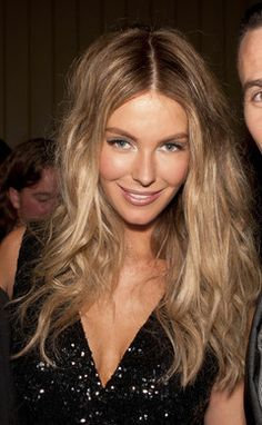 Jennifer Hawkins does she do no wrong with this look?