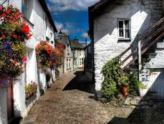 Wordsworth Street in the picturesque village of Hawkshead, Cumbria, England. The cottage on the left is Ann Tyson's house, where the poet William Wordsworth stayed whilst attending the grammar school. Cumbria, William Wordsworth, Lake District, The Places Youll Go, Places To See, English Village, British Countryside, England And Scotland, London England