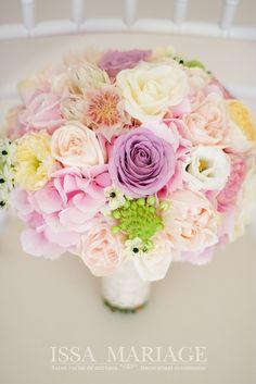 buchet mireasa valcea Wedding Bouquets, Wedding Decorations, Wedding Day, Flowers, Plants, Style, Pi Day Wedding, Swag, Wedding Brooch Bouquets