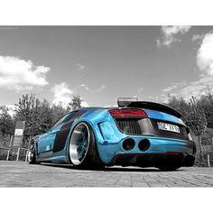 Freaking Cool Audi R8 V10