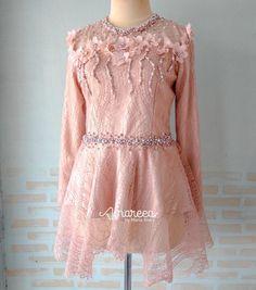 Dress Brokat Muslim, Kebaya Brokat, Kebaya Muslim, Model Kebaya Modern, Wallpaper Lockscreen, Blouse Styles, Beautiful Dresses, Designer Dresses, Beading
