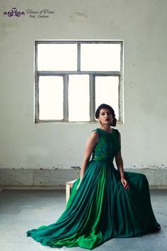 deep emerald green floor length chiffon gown, elegant, hollywood theme, cocktail gown sleeveless, belted waist, empire waist, stunning bottle green