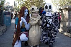 Halloween 2013 homemade Oogie Boogie costume by Blake Williams - from the Nightmare Before Christmas. Photo at Disneyland with the themepark's Jack and Sally. Halloween 2013, Halloween Cosplay, Halloween Costumes, Jack And Sally Costumes, Oogie Boogie Costume, Sally Skellington, Book Costumes, Now And Forever, Nightmare Before Christmas