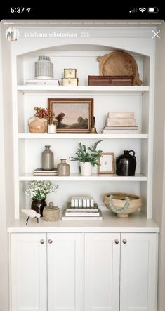 Our Stylist's Guide to Bookshelf Styling Styling Bookshelves, Home Decor Inspiration, Interior, Bookshelf Styling, Shelf Decor Living Room, Home Decor, House Interior, Bookshelf Styling Living Room, Bookcase Decor