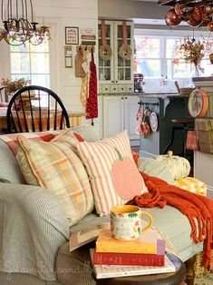 Colorful fall decor in open floor plan - www.goldenboysandme.com Fall Living Room, Living Room Decor, Country Cottage Living Room, Cottage Style Decor, Fall Home Decor, Autumn Home, Cozy House, Home Fashion, Country Decor