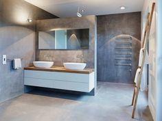 meubles blanc et bois clair salle de bains murs béton ciré porte serviettes échelle