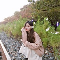 Pretty nayeonie is inlove with flowers Mode Ulzzang, Ulzzang Korean Girl, Pretty Asian, Beautiful Asian Girls, Korean Beauty, Asian Beauty, Uzzlang Girl, Famous Girls, Belle