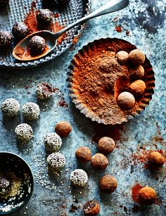 Tahini chocolate truffles / Vegan, gluten-free / Food styling / Food photography