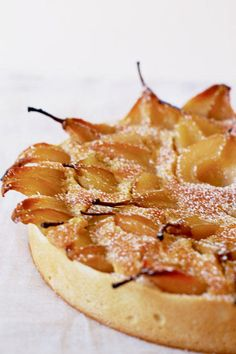 Torte with Pears and Whipped Cream Pear and Almond Cream Tart.Pear and Almond Cream Tart. Just Desserts, Delicious Desserts, Dessert Recipes, Yummy Food, Sweet Pie, Sweet Tarts, Pear Recipes, Sweet Recipes, Jelly Recipes