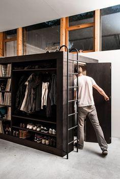 Le designer suisseTill Koenneker a crée le Living Cube, une solution d'agencement pour les petits appartements et les studios.