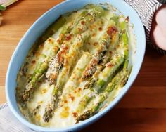 Recette: Asperges al gratén. Fraisier Recipe, Naan Pizza, Strawberry Cakes, Entrees, Food And Drink, Appetizers, Keto, Cooking, Breakfast