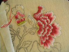 Broderie ..... - P'tit atelier de Marguerite #atelier #broderie #marguerite Stickerei Jacobean Embroidery, Silk Ribbon Embroidery, Beaded Embroidery, Cross Stitch Embroidery, Embroidery Patterns, Hand Embroidery, Diy Broderie, Brazilian Embroidery, Embroidery Techniques