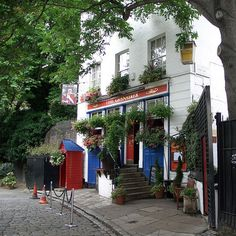 A Poltergeist With Your Pint? A Guide To London's Haunted Pubs   Bookatable Blog
