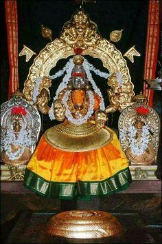 #Mookambika #sankaracharya #Kollur #popular #temple #navratri www.amazon.com/dp/B07J22XXT2/ Mahakal Shiva, Shiva Art, Hindu Art, Indian Goddess, Goddess Lakshmi, Lord Krishna Hd Wallpaper, Navratri Images, Durga Images, Hindu Mantras