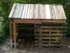 Great idea for pallets... a small cabin for children.  More Wood Pallet Projects: http://amzn.to/YvJHd7 - Cool and Easy-to-Make Projects for the Home and Garden