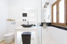 Choosing New Bathroom Design Ideas Black sink blends perfectly in white interior Contemporary White Bathrooms, Modern Bathroom, Basement Remodeling, Bathroom Renovations, Houzz, New Bathroom Designs, Bathroom Ideas, Black Sink, White Wall Decor