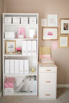 Glam Entryway Decor The Prettiest Organizational Hacks for Every Room in Your Home via Brit Co. glitter and pink office set up.Glam Entryway Decor The Prettiest Organizational Hacks for Every Room in Your Home via Brit Co. glitter and pink office set up Home Office Space, Home Office Design, Home Office Decor, Home Decor, Pink Office Decor, Office Furniture, Office Spaces, Office Designs, Work Spaces