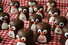 traktatie meisje 11 jaar - Google zoeken Kids Birthday Treats, Christmas Gingerbread House, Good Food, Yummy Food, Cupcakes, School Treats, Happy Foods, Food Crafts, Snacks