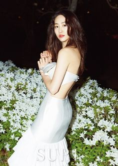SISTAR's Dasom goes on a 'midnight picnic' on the Han river for 'Sure' | http://www.allkpop.com/article/2015/05/sistars-dasom-goes-on-a-midnight-picnic-on-the-han-river-for-sure