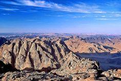 Mount Sinai - beautiful places to visit in Egypt Beautiful Places To Visit, Places To See, Mount Sinai Egypt, Events Place, Fun Deserts, Visit Egypt, Nature Photos, Travel, Sinai Peninsula
