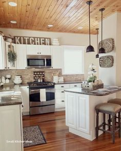 25 Amazing Farmhouse Kitchen Makeover Design Ideas - Page 24 of 25 - Farida Deco. Kitchen On A Budget, Home Decor Kitchen, Country Kitchen, Diy Kitchen, Kitchen Dining, Kitchen Cabinets, Kitchen Ideas, Kitchen Small, Kitchen Hacks