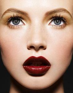 Light, shining eyes & dark lips. #beauty #red #skin #beautylooks #lapeerbeauty