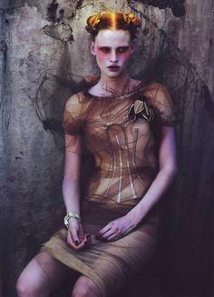 Lara Stone : Mert Alas and Marcus Piggott - POP Magazine Hiver 2007