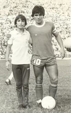 Diego Armando, Legends Football, Soccer Players, Wood Flooring, Engineered Wood, Mens Tops, Autumn, God, Black Widow