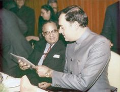 """Late Shri Rajiv Gandhi never' intended to take up politics as a career. He was a pilot till the death of his brother Sanjay Gandhi under tragic circumstances."""" />"""
