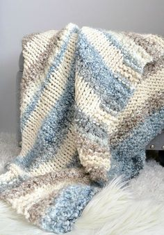 Cuddly Quick Knit Throw Blanket Pattern This super easy blanket knitting pattern works up really quickly! It can be made fast as it's done on large knitting needles. Easy enough for beginner knitters too! Easy Blanket Knitting Patterns, Easy Knit Blanket, Crochet Patterns, Crochet Afghans, Baby Afghan Patterns, Easy Patterns, Crochet Owls, Crochet Mandala, Chunky Crochet