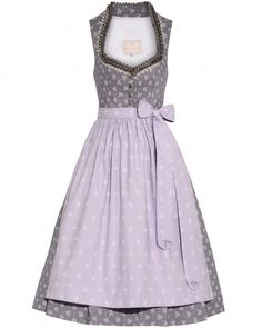 LODENFREY | Silk & Pearls Dirndl kurz mit Schürze 469,00 € www.lodenfrey.com