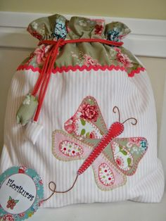 Items similar to Pod spring, made up of fabrics of Pique and Tilda, hand-sewn appliquéd. on Etsy Goodie Bags, Gift Bags, Lingerie Petite, Sewing Crafts, Sewing Projects, Potli Bags, String Bag, Fabric Bags, Patch Quilt